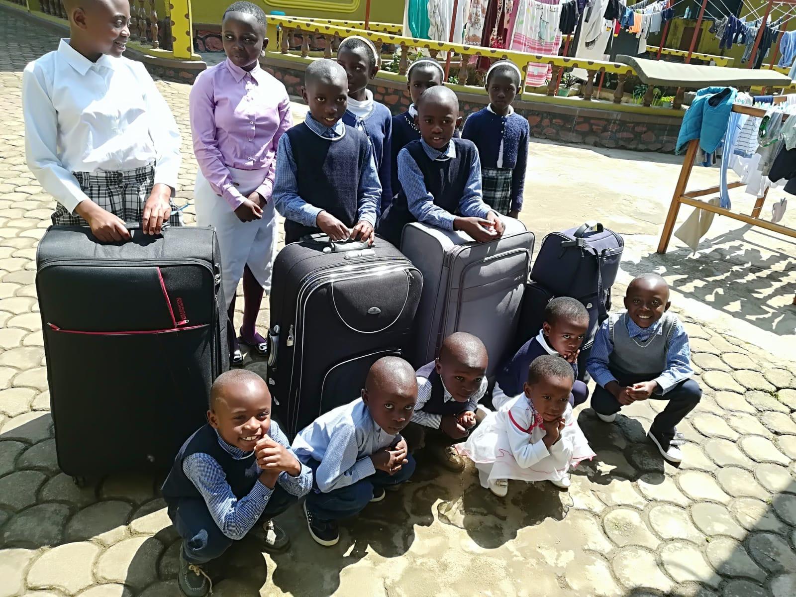 I bambini della Casa Divina Provvidenza il giorno di rientro a casa di Suor Giuditta